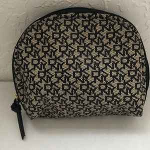 ⭐️NEW LIST⭐️DKNY ZIPPERED MAKEUP CASE